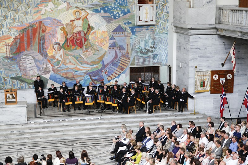 Politiorkesteret i Oslo rådhus (Foto: Svein Sturlason)